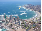 Cavancha Beach - Paragliding toward landing zone of Cavancha Beach, Iquique, Chile - Pilot: Ken Hudonjorgensen, USA - Fly Atacama 2008 organizer